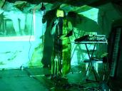 Performance lors de concert. la scénographie change en fonction du lieu
