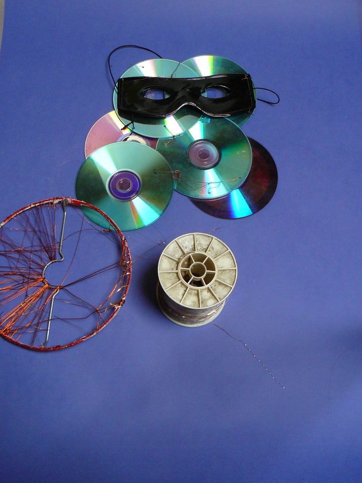 Objet en fil de cuivre tissé, rouleau de fil or, loup en cd 2010