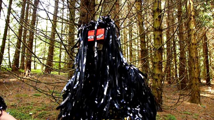 Costume en fils de k7 ( Isabelle Forey/ Ramataupia)