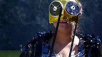 Masque ( ramataupia ) cape en fils de k7 (Isabelle Forey)