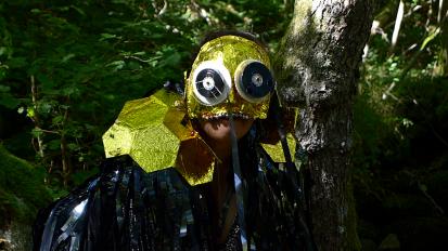 Costume epaulettes en couverture de survie ( Isabelle Forey) Masque ( Ramataupia )
