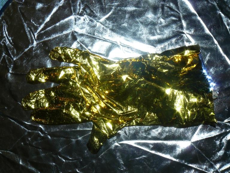 gants en couverture de survie
